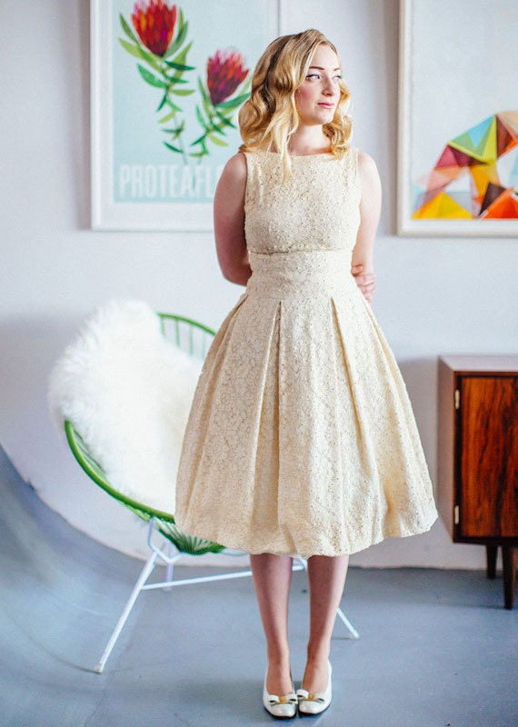 etsy-guide-to-vintage-wedding-dresses-ivory
