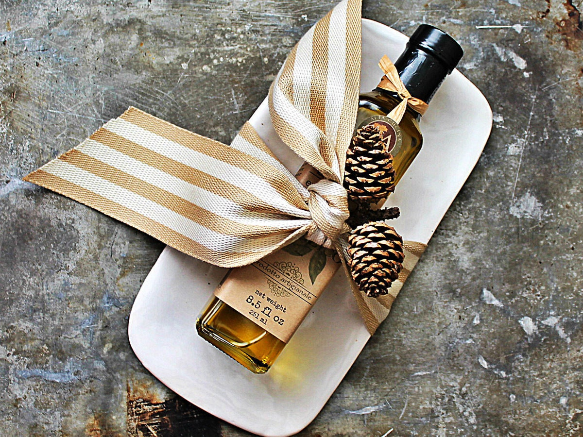 Extra virgin olive oil from A&A Alta Cucina decoratively packaged for gifting
