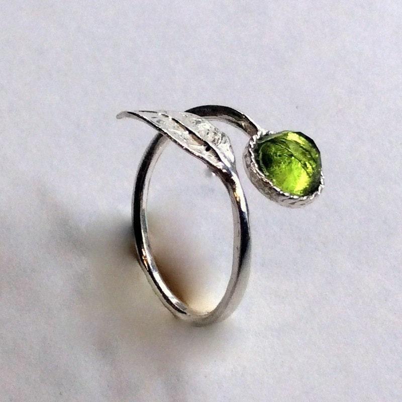 Peridot twig ring from Artisanlook