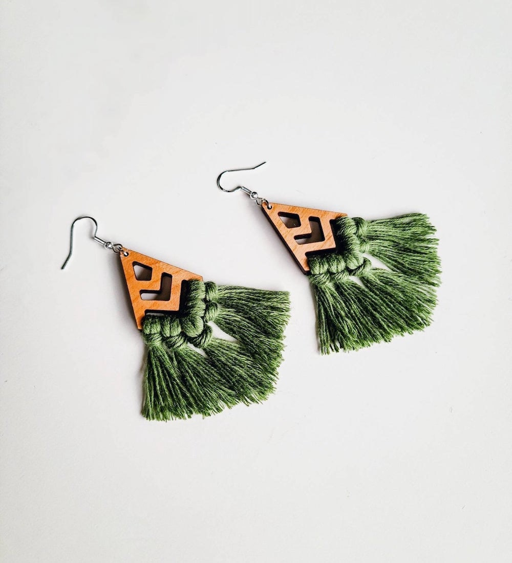 Macrame fringe earrings from Sweet Home Alberti.