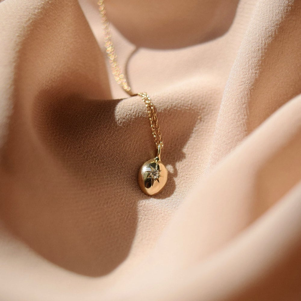 A diamond star necklace from Everli