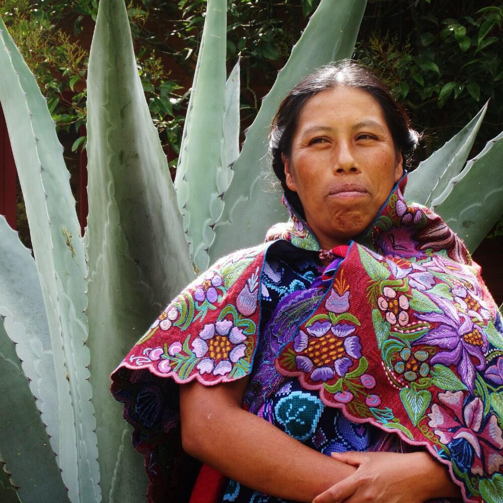 """Tejedora de Zinacantán, Altos de Chiapas. Pertenece a la asociación civil """"El Camino de los Altos"""". FOTOGRAFIA: Ana Paula Fuentes"""