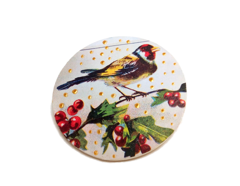 broche de création unique JUL et FIL®, broche femme, cadeau femme, broche bois, broche oiseau, broche vintage, broche petits pois