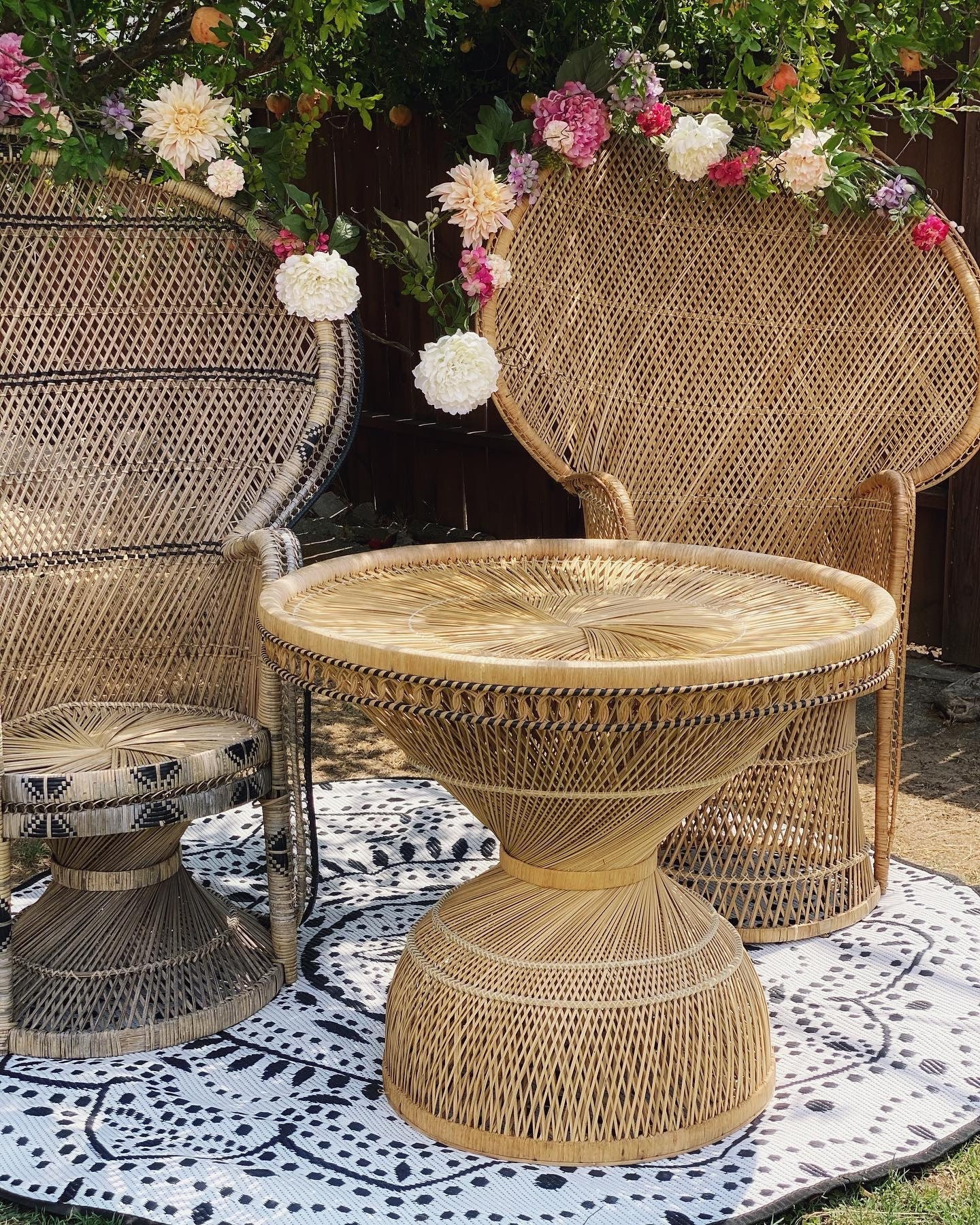 Round Peacock Wicker Table