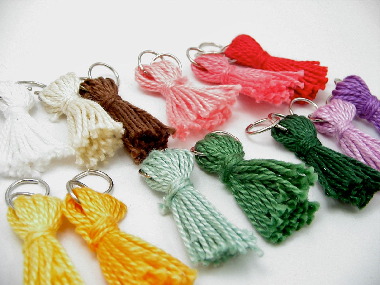 Zipper pulls in many colors