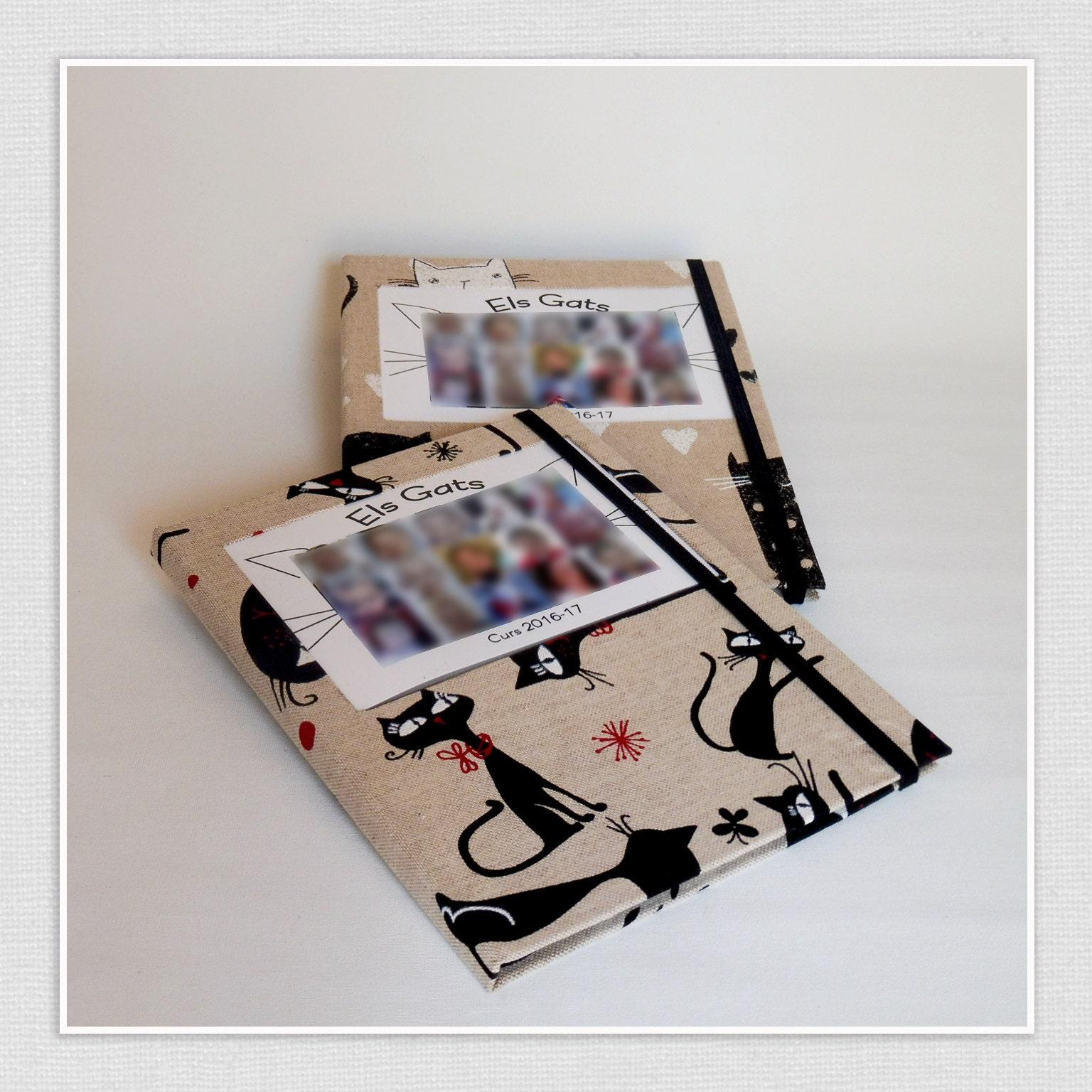 Fotografía con cuaderno con una foto de la clase