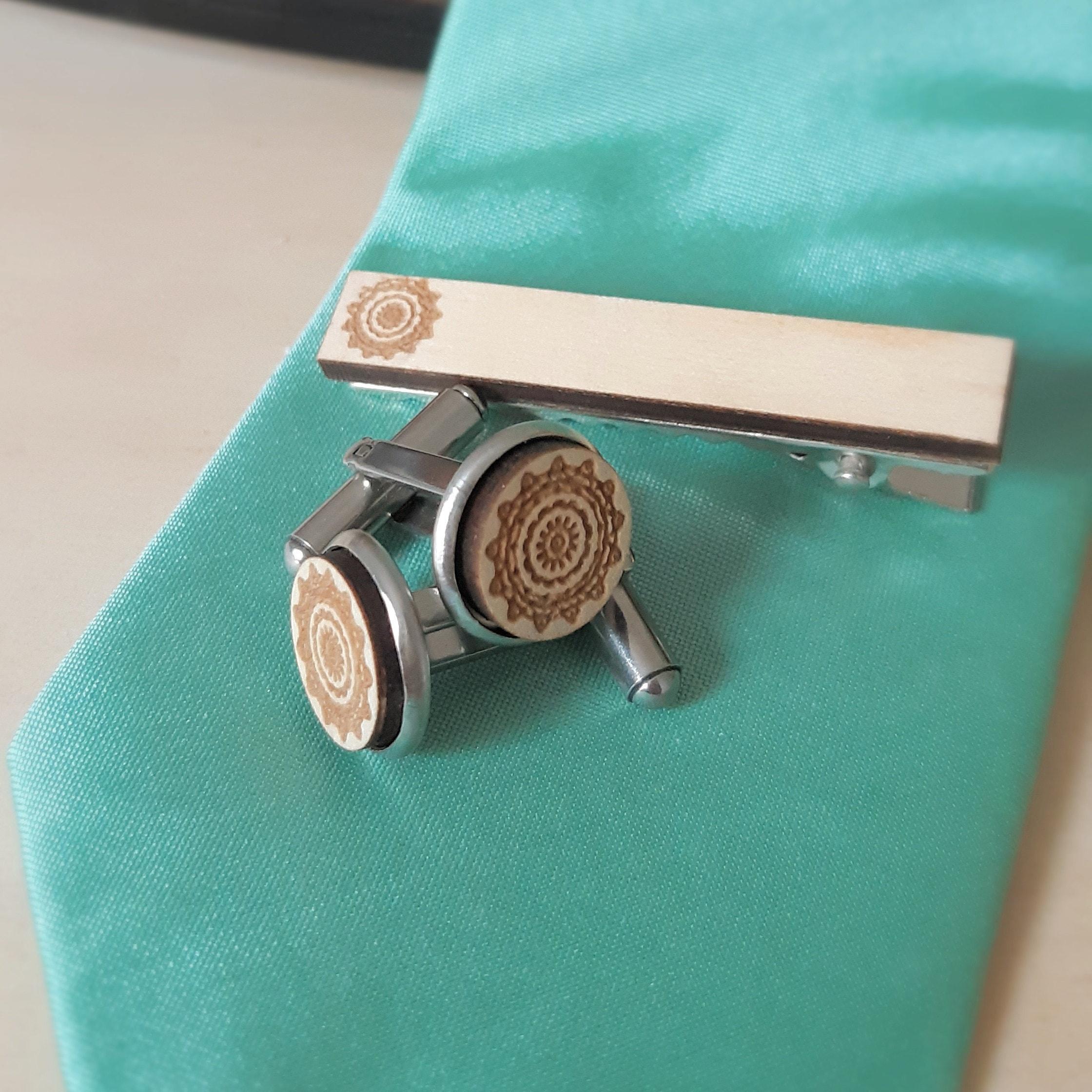 Cufflinks. Tie clip