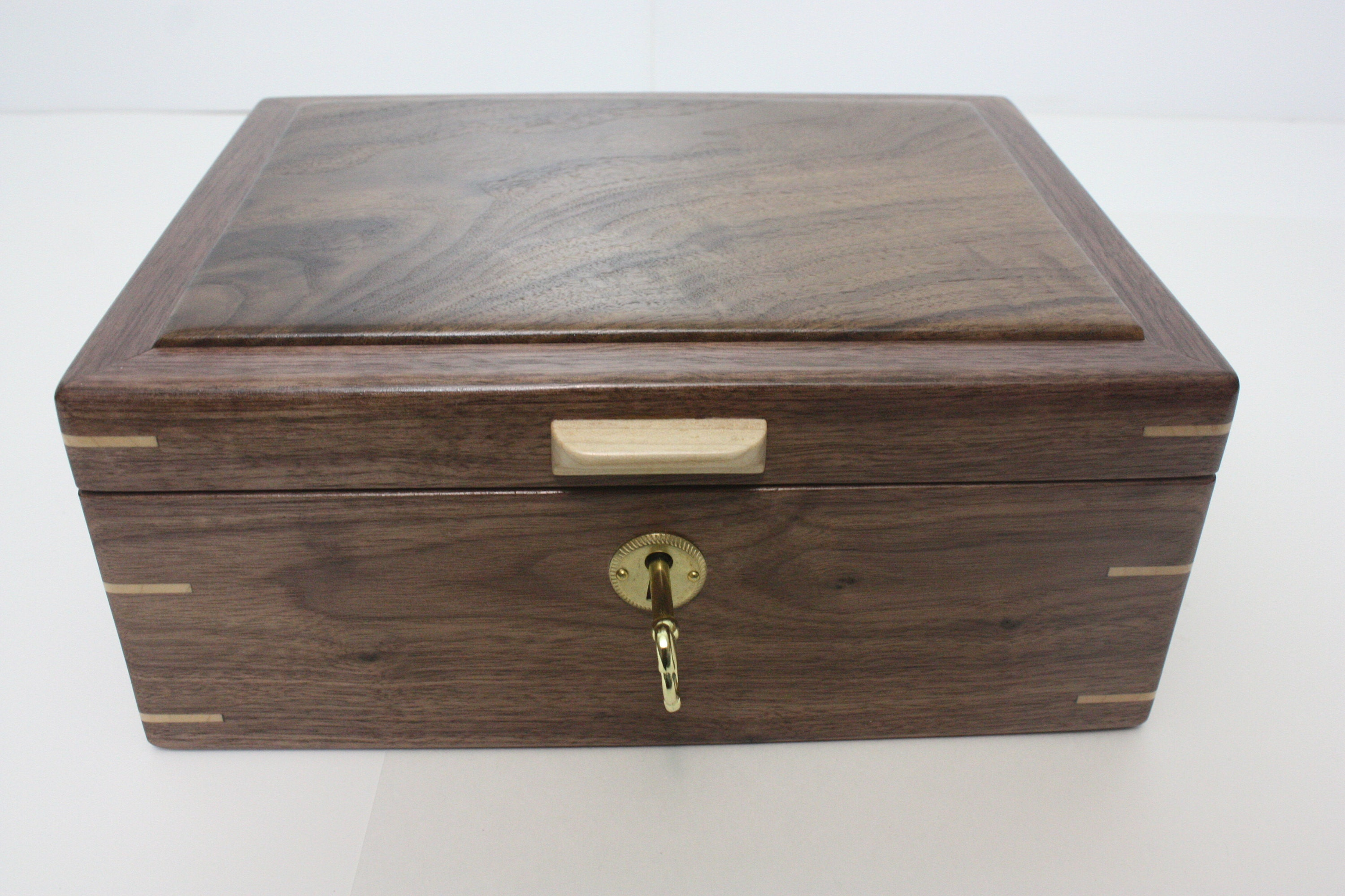 Locking Walnut Box with Maple Corner Splines