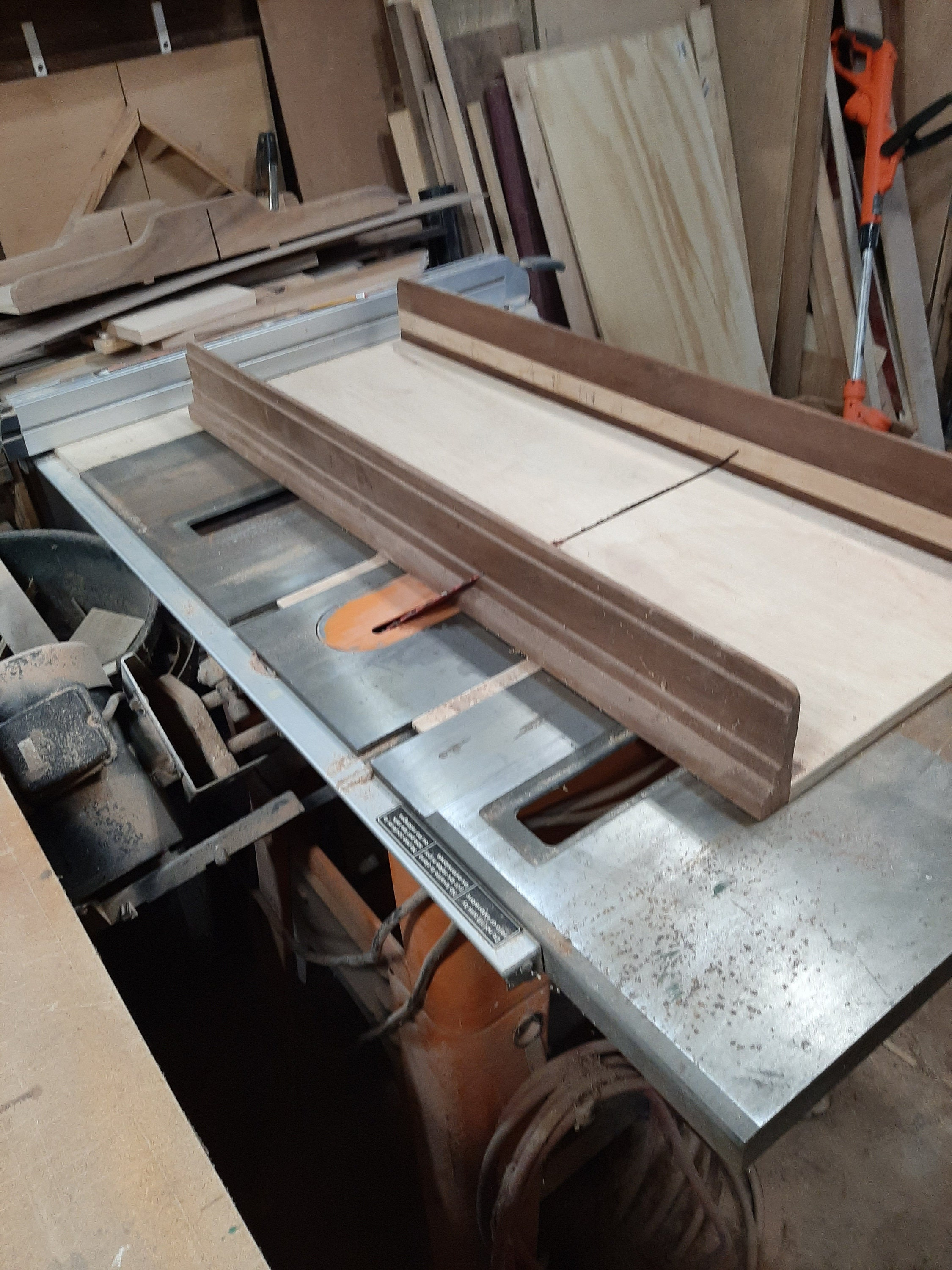 Table Saw sled for cuttin perfect miters