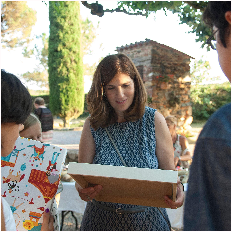 El número de páginas en un libro de firmas va en función al número de invitados