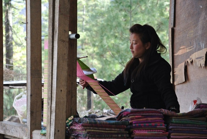 A nice weaving girl, meeted in the mountain