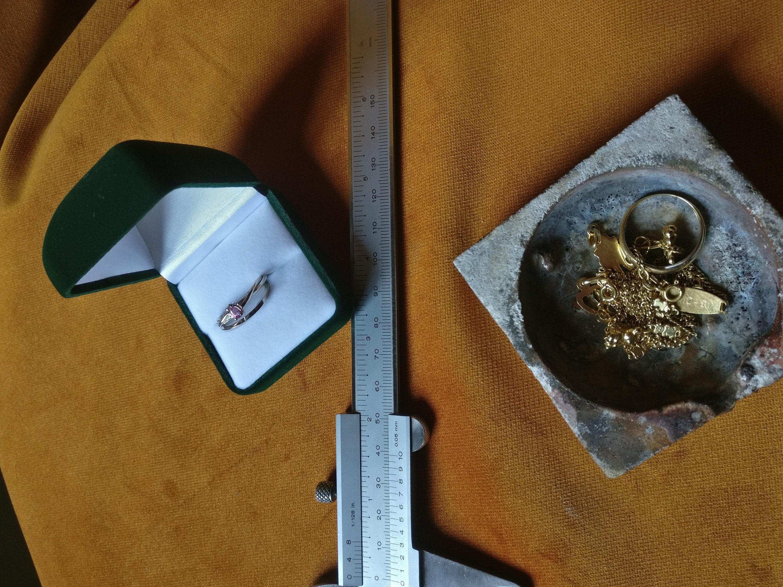 Oud goud omgesmolten tot 2 witgouden ringen