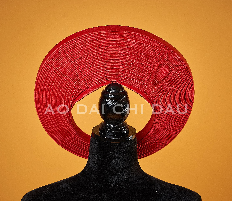 A plain red headpiece