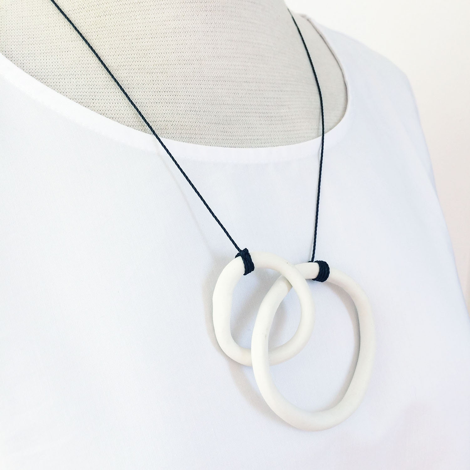 Open rings necklace