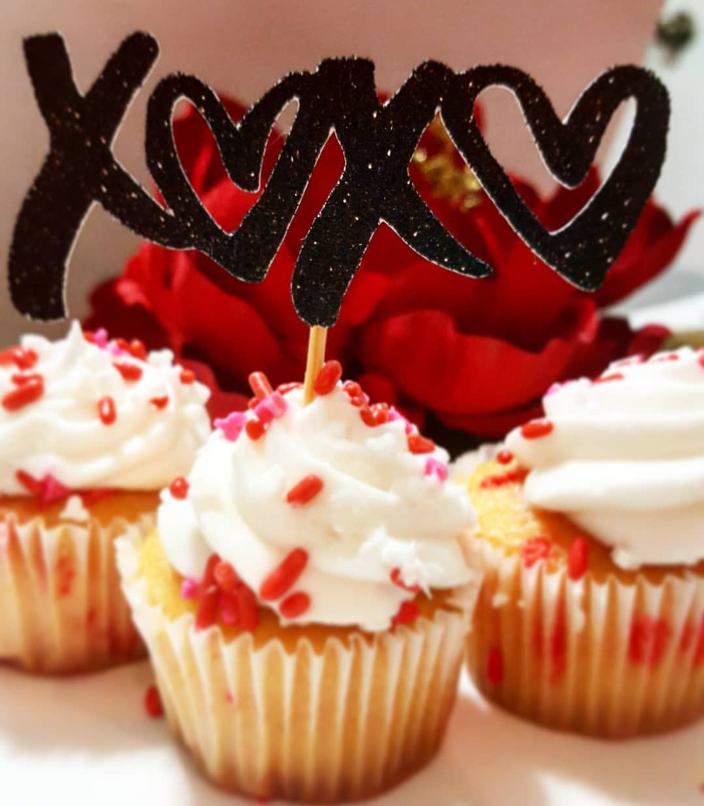XoXo cupcake topper by Karlitas Creations