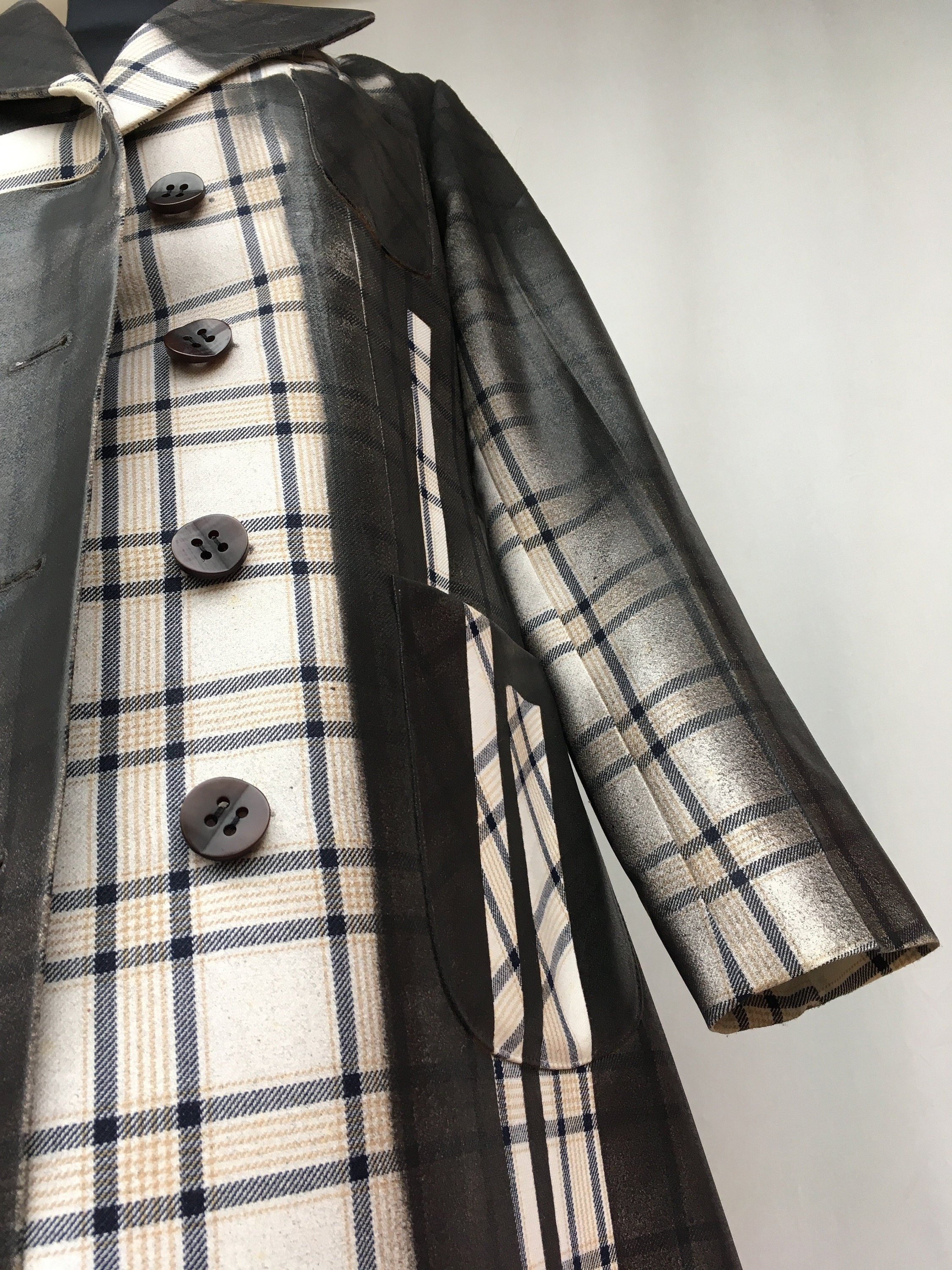 Coat lola darling SS19 Cruise #trenchcoat #loladarling #coat #ss19 #cheque #tartan #scozzese #gommato #rubberized #leathereffect