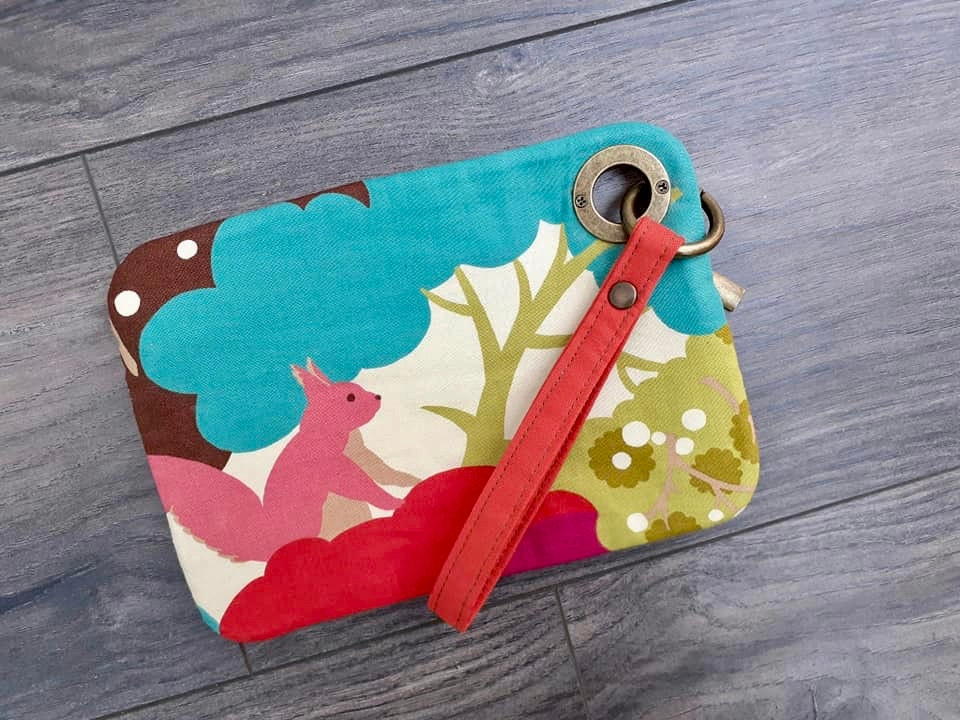 Habitat Moda Lucky Days collection Unagi Clutch