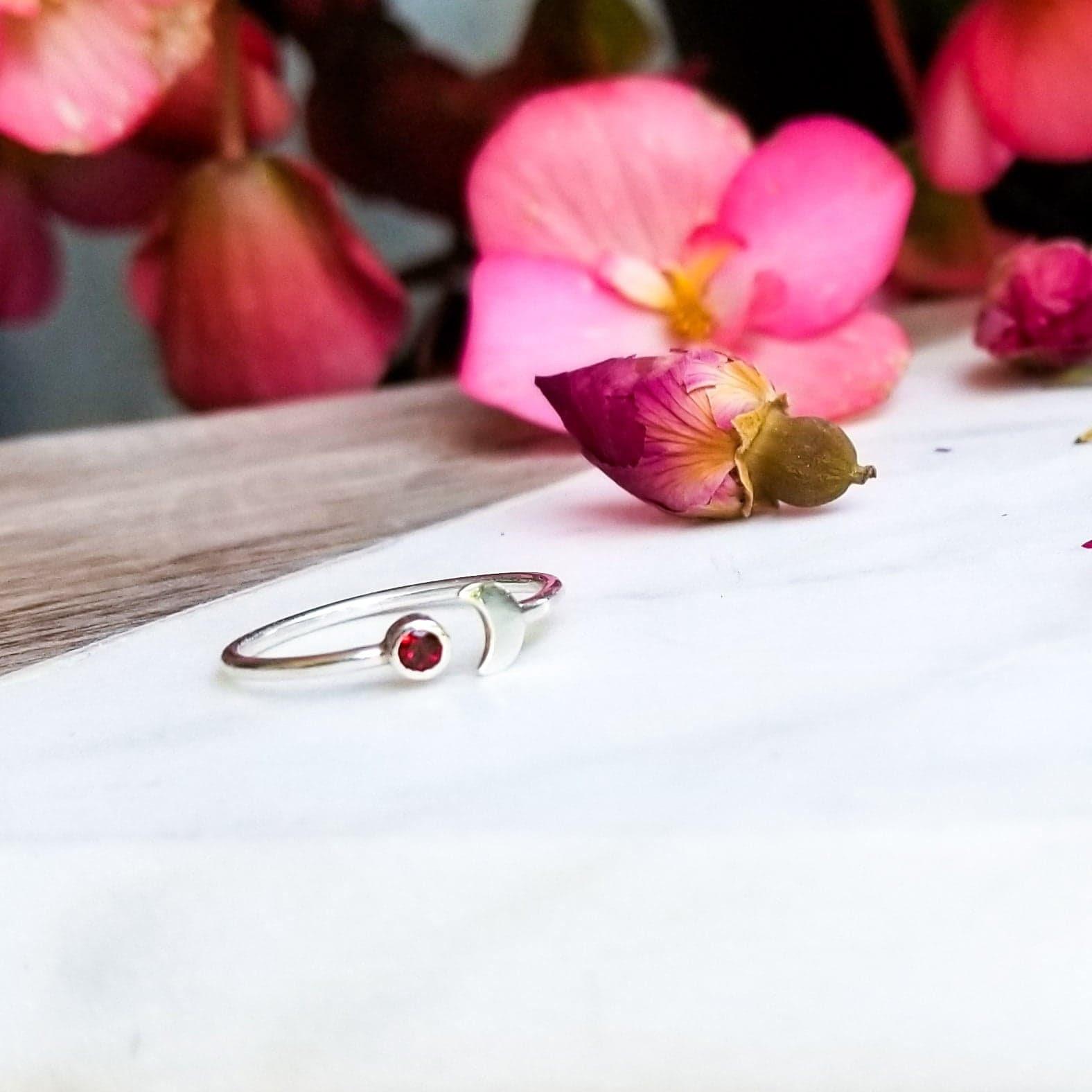 inchoo bijoux garnet moon ring