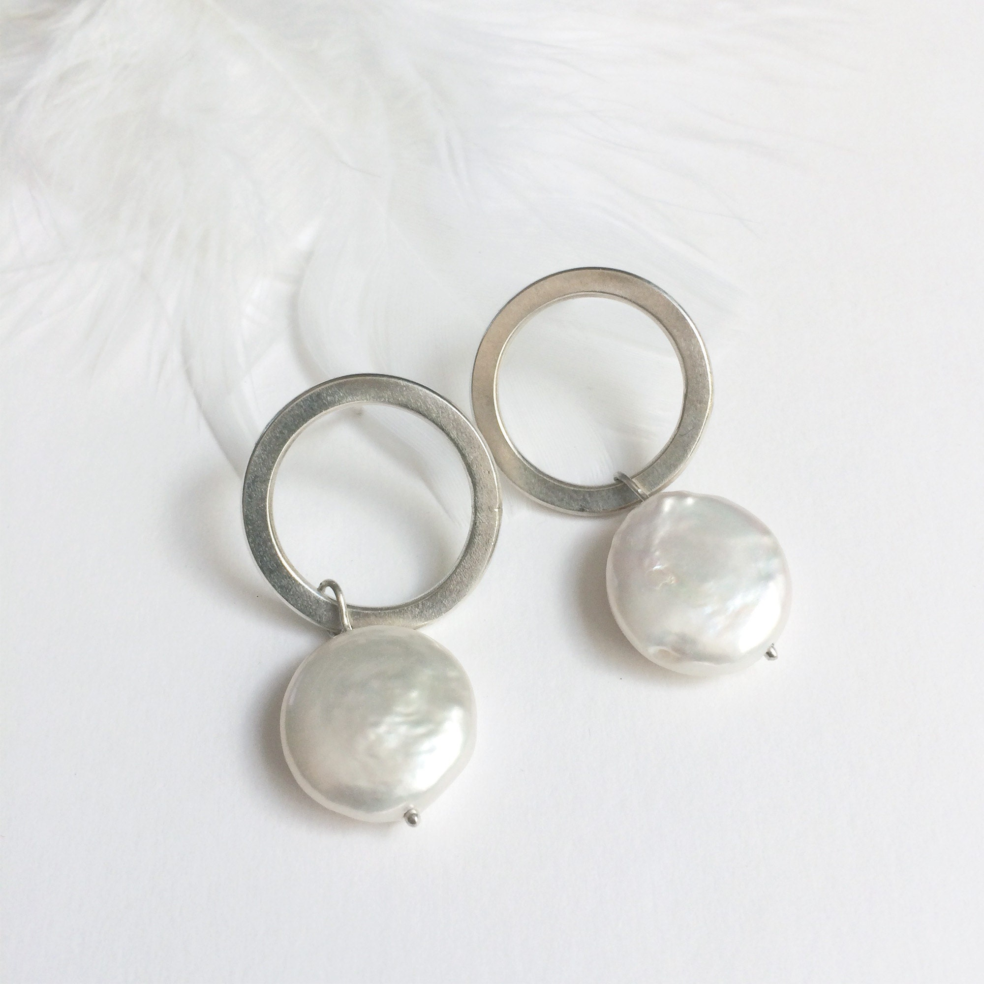 Stud circle earrings with pearl charm