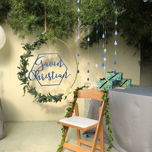 Chair with blue raindrop garlands and name in hoop