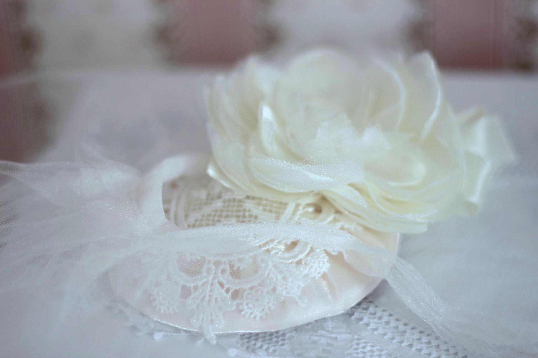 Versatile mini hat with removable veil, by Elizabete Munzlinger