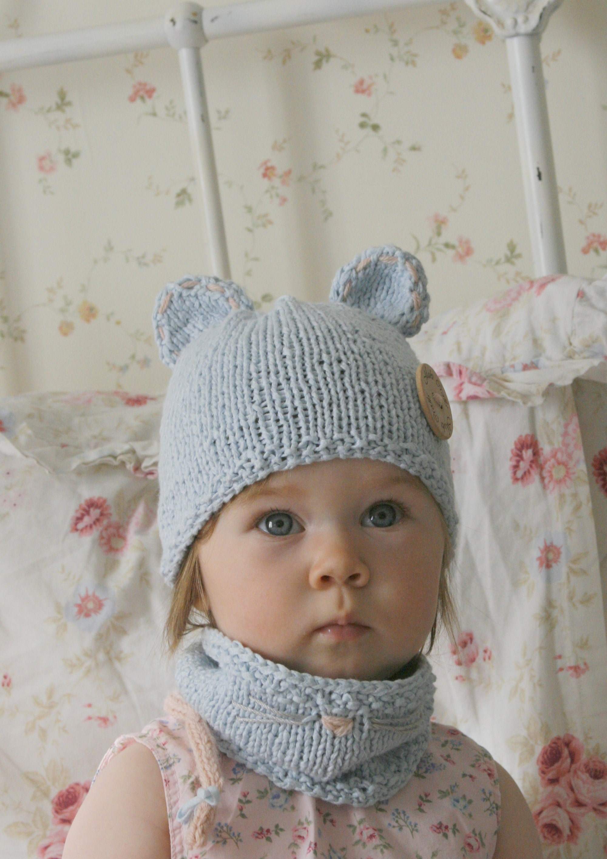 Free Knitting Pattern For Mouse Hat And Cowl Set In Kids Sizes