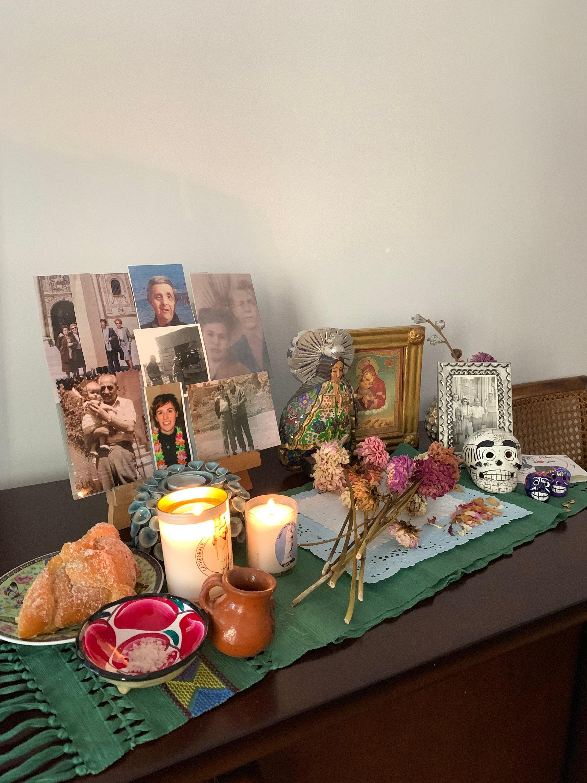 altar de muertos ofrenda day of the dead mexican traditions tradiciones mexicanas difuntos catholic creatives pan de muerto españa madrid