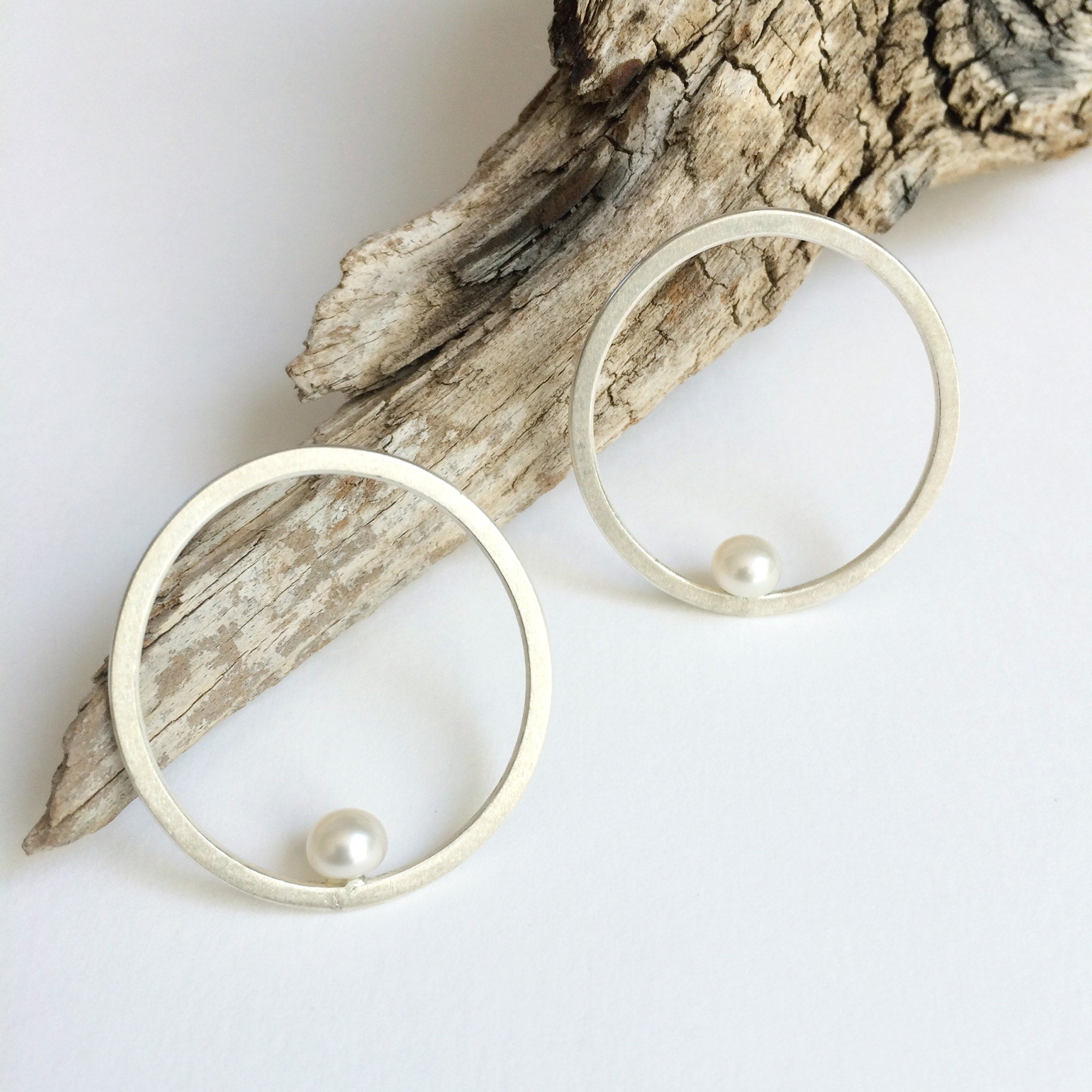 Open circle with freshwater pearl earrings