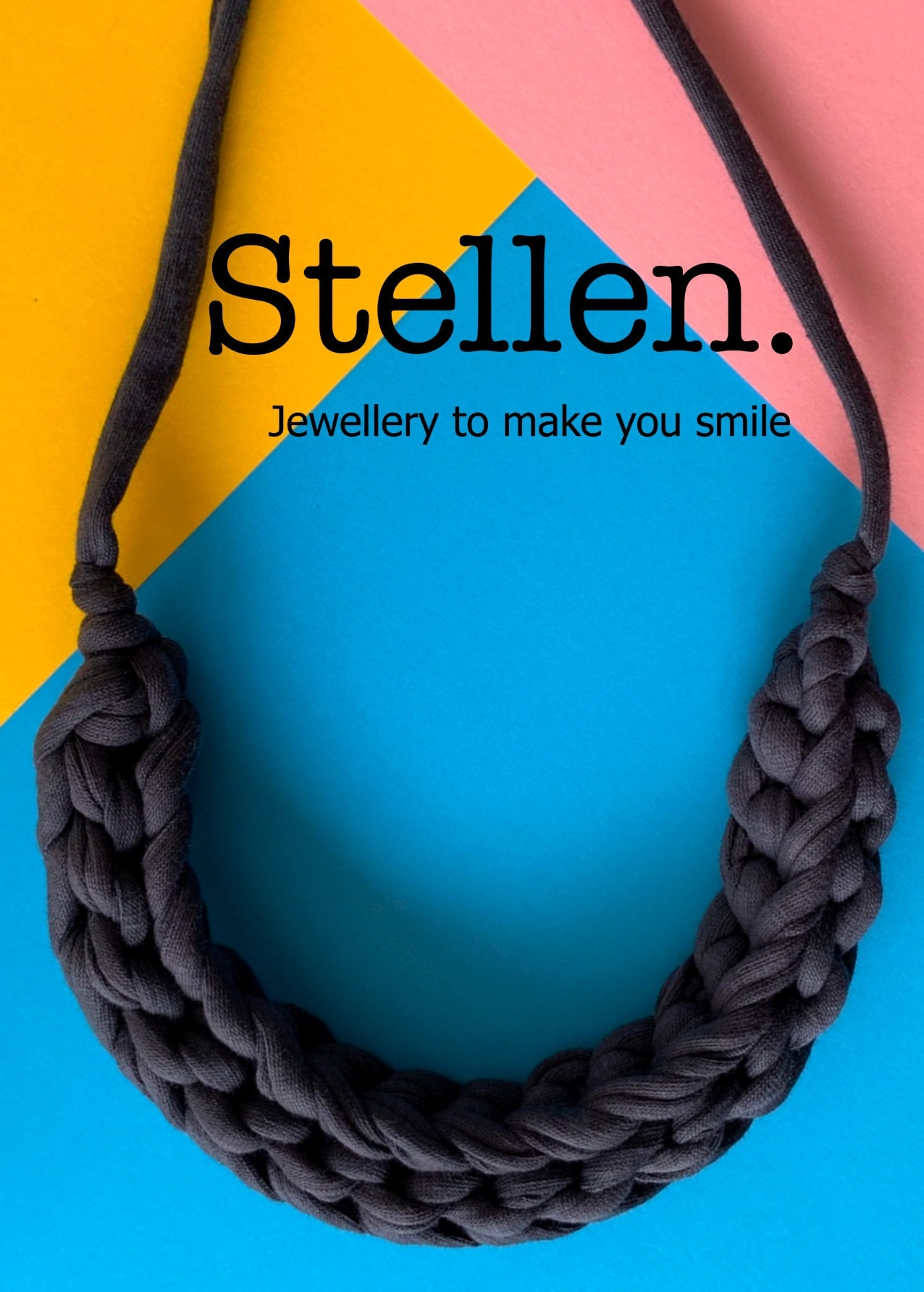 Picture of a Stellen Curve necklace