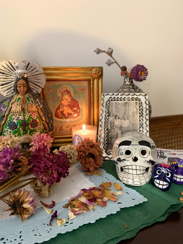 dahlias madrid altar de muertos ofrenda november home mexican handcrafts tradiciones mexicanas madrid españa catholic creatives catho farm flowers