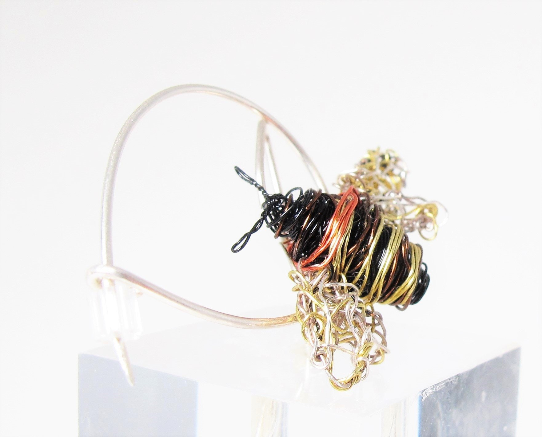 honey bee brooch, contemporary jewelry