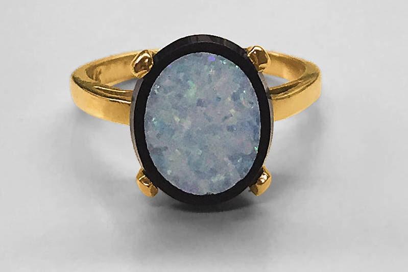 Opal-doublett-black-onyx-yellow-gold-ring