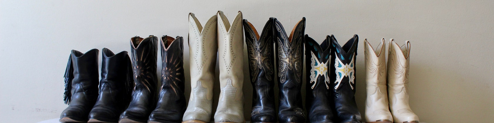 Women\'s Vintage Clothing and Cowboy Boots von AttackHeartVintage
