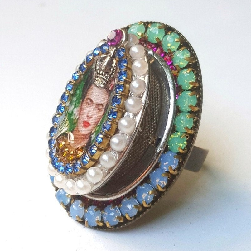 Poison ring,Frida Kahlo jewelry,unusual ring,statement locket ring,ring with a crown,secret ring,locket ring,vintage style ring,opal poison