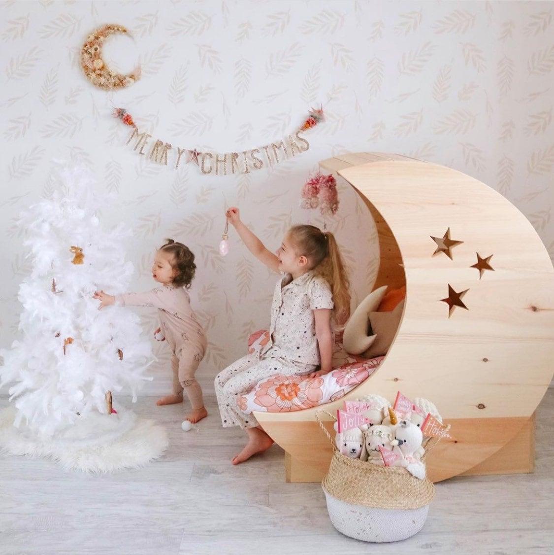 trendy kids room wallpaper delivered worldwide von livetteskids