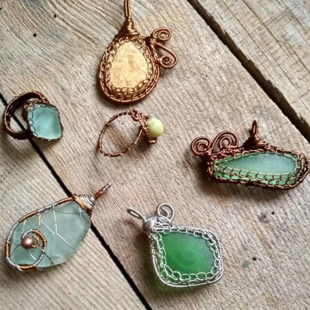Sea glass pendant wire wrap bracelets with gemstones von Spti