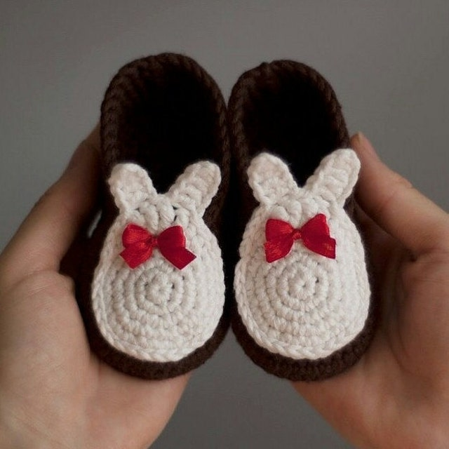 Unique crochet toys and baby booties von GirlWithYellowHook auf Etsy