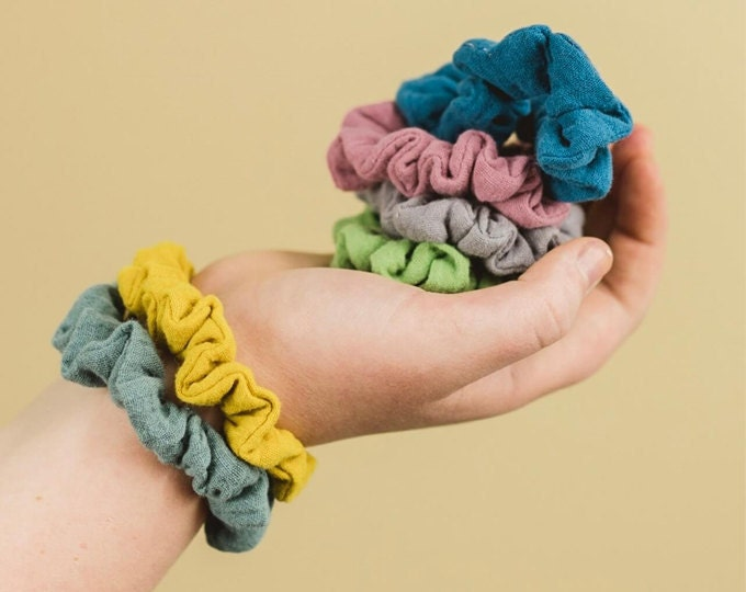 scrunchies/hair ties